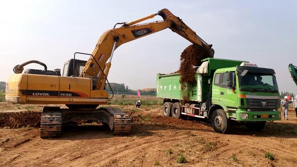5接待中心工程开始土方开挖施工1.jpg